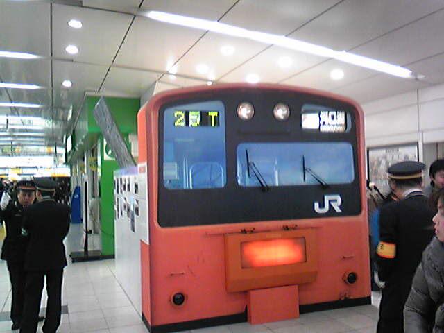 新宿駅に201系中央線が登場。